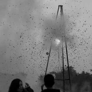 Life-of-Pix-free-stock JPG-peoples-object-explosion-SERGIOROLA